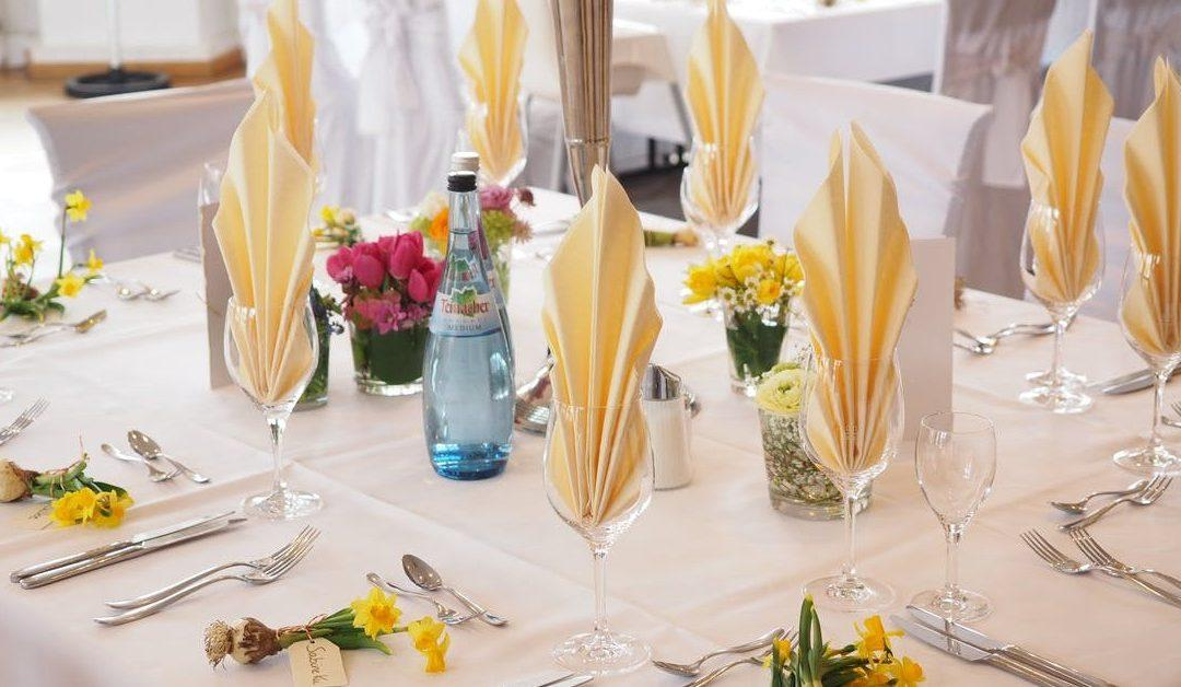 Reasons To Hire A Catering Service For Your Event Executive One - Table one catering